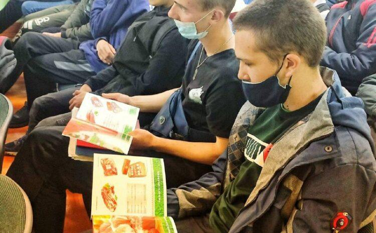 Нововолынским студентам презентовали компанию «Пан Курчак»