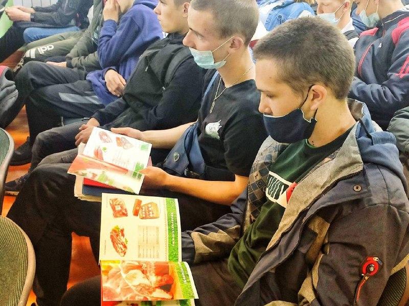 Pan Kurchak presented to Novovolynsk students